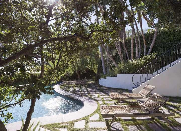 landscape ideas: garden design for a swimming pool area