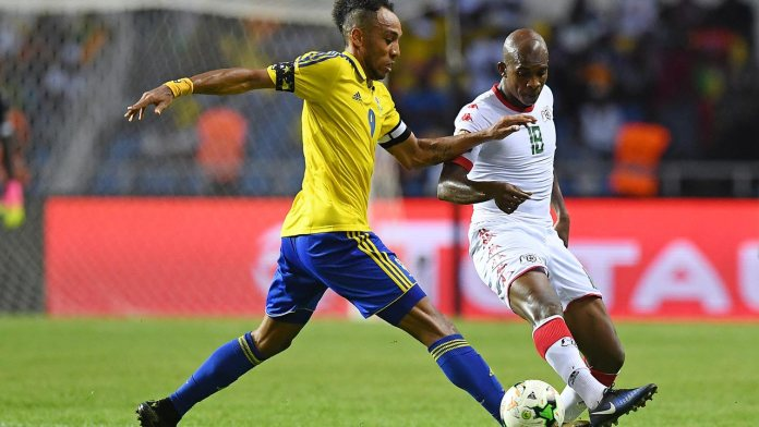Gabon's forward Pierre-Emerick Aubameyang (L) challenges Burkina Faso's midfielder Charles Kabore during the 2017 Africa Cup of Nations group A football match between Gabon and Burkina Faso at the Stade de l'Amitie Sino-Gabonaise in Libreville on January 18, 2017.  GABRIEL BOUYS / AFP