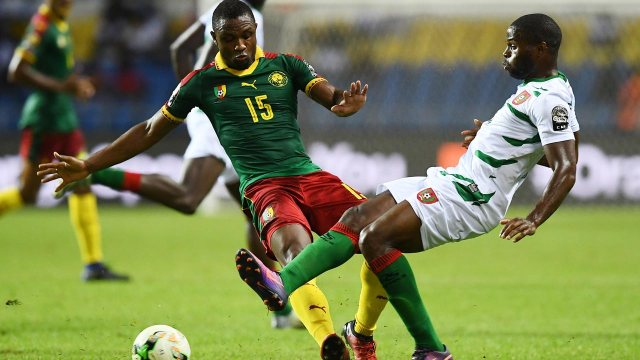 Cameroon's midfielder Sebastien Siani (L) challenges Guinea-Bissau's forward Leocisio Sami during the 2017 Africa Cup of Nations group A football match between Cameroon and Guinea-Bissau at the Stade de l'Amitie Sino-Gabonaise in Libreville on January 18, 2017.  GABRIEL BOUYS / AFP