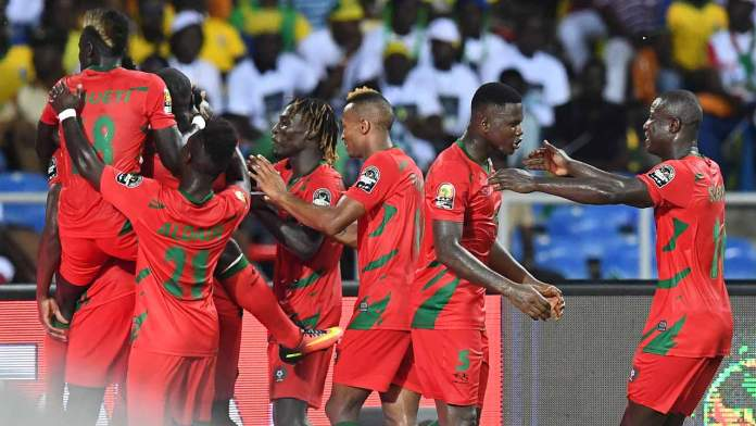 Guinea-Bissau's players celebrate after scoring a goal during the 2017 Africa Cup of Nations group A football match between Gabon and Guinea-Bissau at the Stade de l'Amitie Sino-Gabonaise in Libreville on January 14, 2017.  GABRIEL BOUYS / AFP