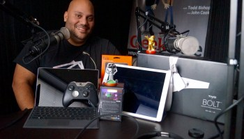 Last-Minute Holiday Tech Gift Guide with Andru Edwards of GearLive