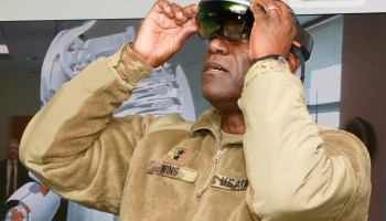 Army general tries HoloLens