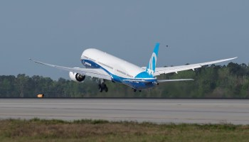 Pilots give a '10' to the 787-10, Boeing's biggest Dreamliner, after first test flight
