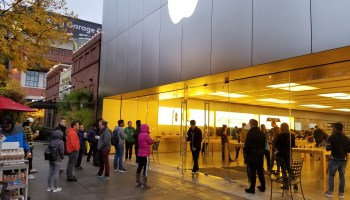 iPhone X launch: Apple turns away walk-up buyers in Seattle, tells customers to order online