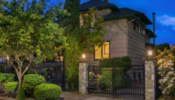 Lock & Leave Luxury: Historic Home, Delicious Gardens & Killer Views