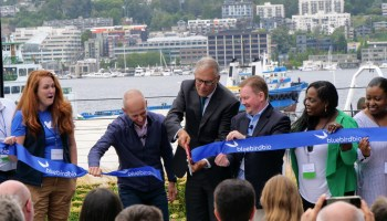 Gov. Inslee helps Bluebird Bio open new 'nest' for cancer research efforts in Seattle