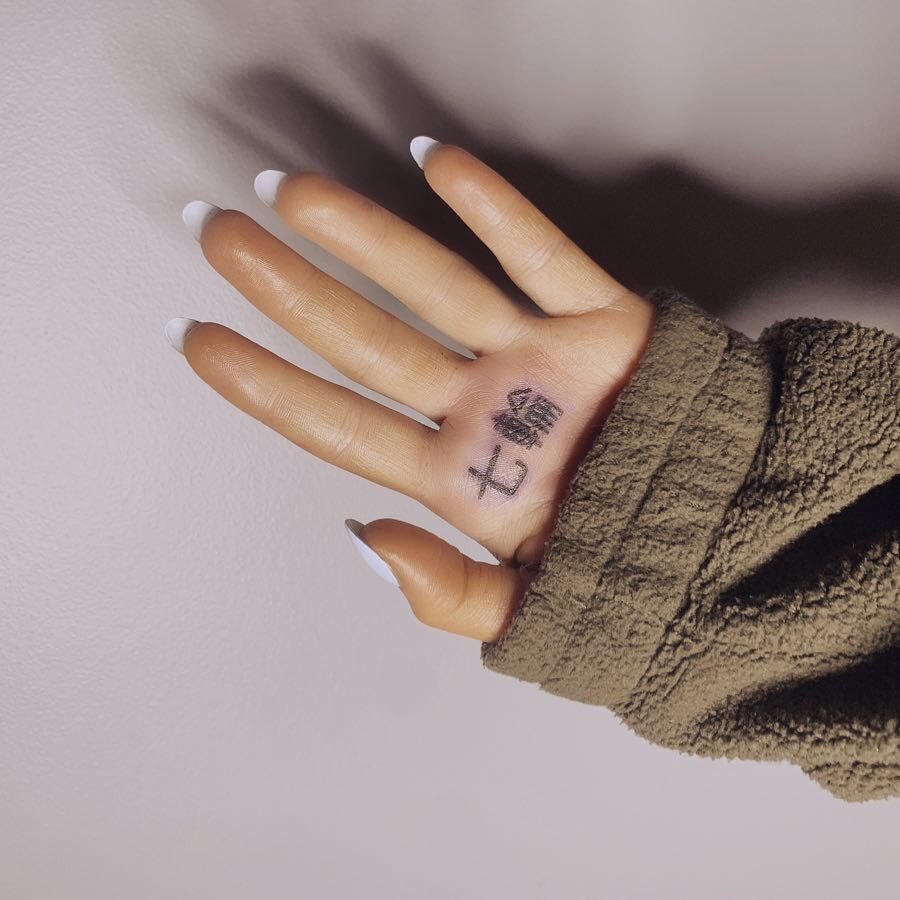 Scritta Tatuaggio Sulla Mano | TeachersHub