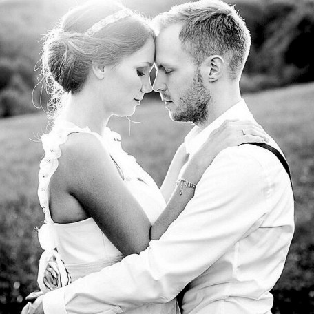 Risultati immagini per 2 persone innamorate