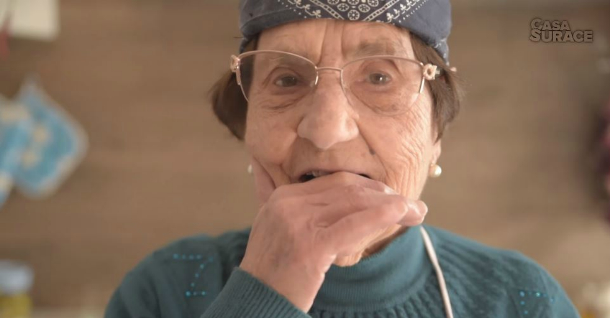 Casa Surace Nonna Rosetta canta Sanremo da Soldi a