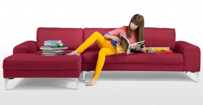 Il divano Vittorio in pelle costa 979 euro (invece di 2200) su Made.com (solo fino al 12 gennaio).