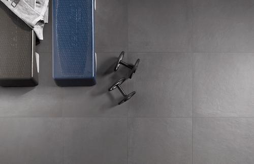 Texture ruvide tinte grigie ampi formati E a parete anche i graffiti  Casa  Design