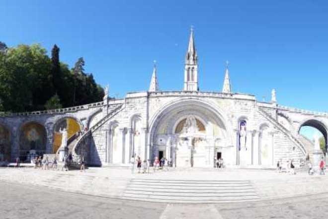 desde San Sebastián tour privado a Lourdes de día completo