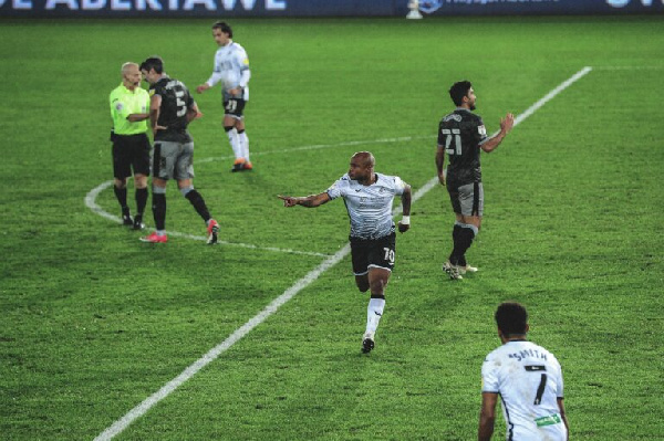 Ayew climbs off bench to score for Swansea City