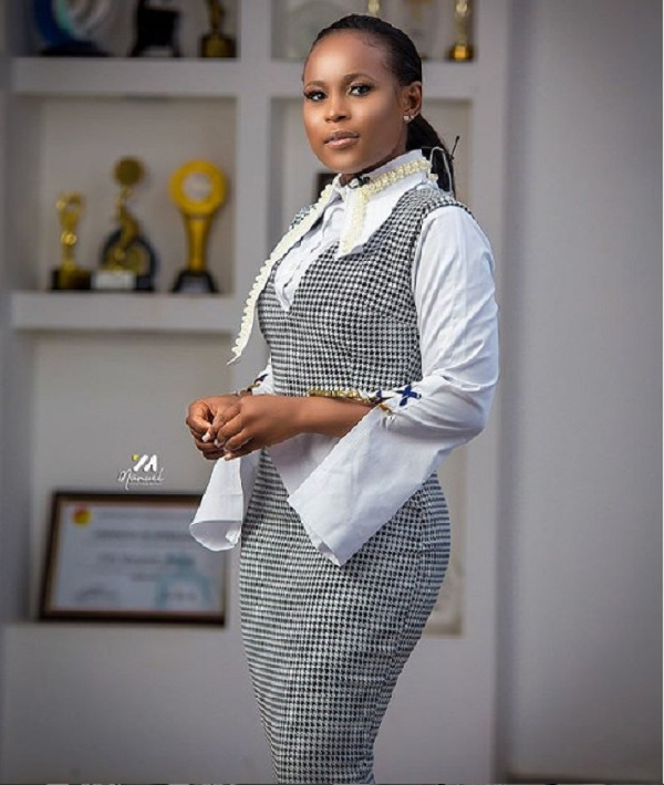 Checkout the 8 decent but stylish Ghanaian female celebrities. 24