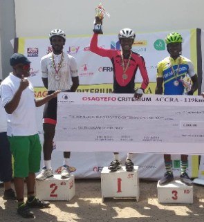 Rahman Abdul Samed displaying his trophy and cash prize
