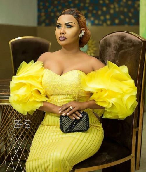 Checkout the 8 decent but stylish Ghanaian female celebrities. 19