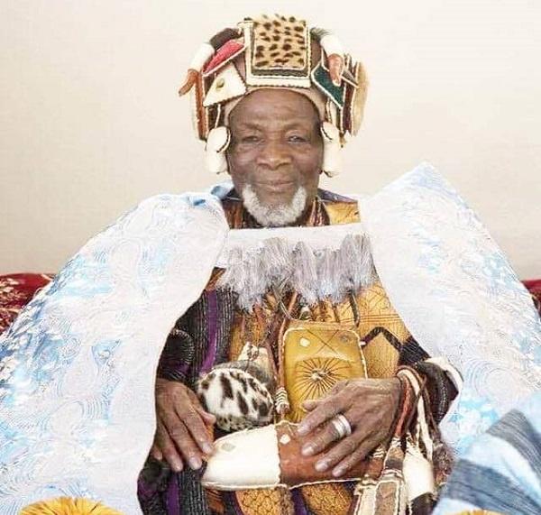 Former President Mahama pays courtesy call on Yaa Naa