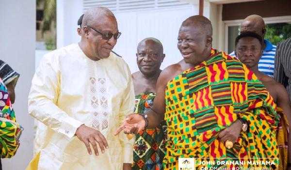 Otumfuo praises Mahama for heeding his advice