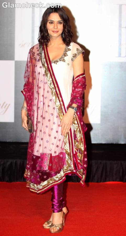 How dress for Dussehra 2012 bollywood celeb Preity Zinta