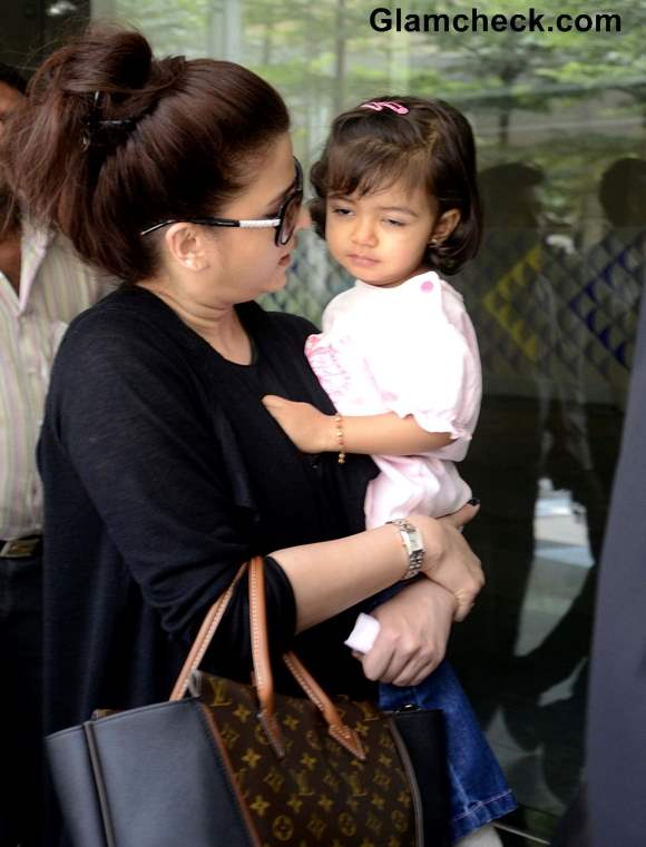 Aishwarya Rai Bachchan At Mumbai Airport With Aradhya And