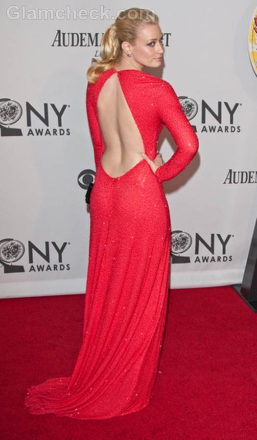 Beth Behrs Sizzle in Clingy Gown at 2012 Tony Awards