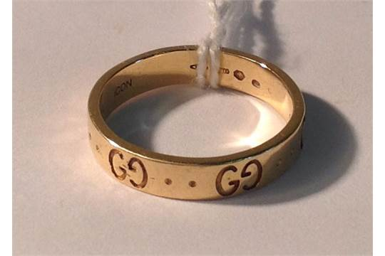 GUCCI AN 18CT GOLD ICON RING The flat yellow gold band with opposed G Gucci motif alternatin