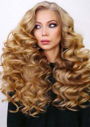 chic long curly hairstyles