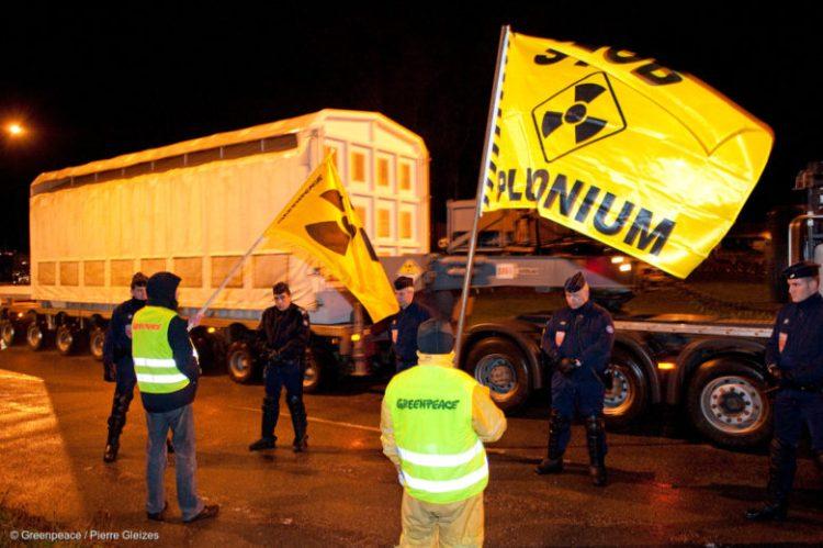 Action contre un convoi transportant du MOX de l'usine de la Hague au port de Cherbourg