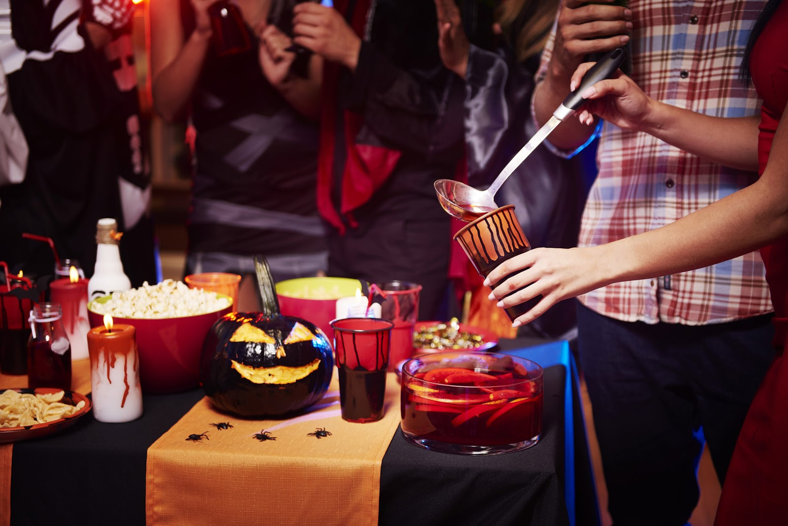 All your guests will be impressed with these ideas for halloween cocktails, appetizers, decor, and more. 36 Hauntingly Good Halloween Party Ideas For Any Budget Stationers