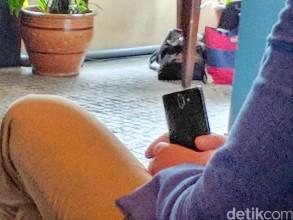 Spy photos of the Nokia 9 (or perhaps the Nokia 7 Plus)