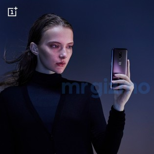 OnePlus 6T Thunder Purple looking dapper