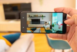 It can take panoramas automatically
