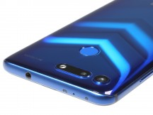 Honor View 20 from the top and bottom - Honor View 20 review
