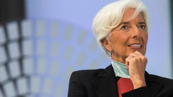 MF Managing Director Christine Lagarde speaks during a one on one conversation with Author Michael Lewis at the 2016 Annual Meetings of the International Monetary Fund and the World Bank Group October 9, 2016 in Washington, DC. ZACH GIBSON / AFP