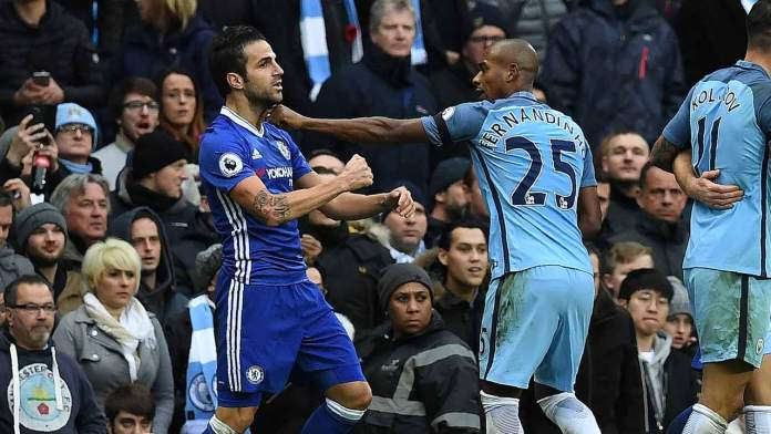 Manchester City's Brazilian midfielder Fernandinho (R) fights with Chelsea's Spanish midfielder Cesc Fabregas following Manchester City's Argentinian striker Sergio Aguero's challenge on Chelsea's Brazilian defender David Luiz, during the English Premier League football match between Manchester City and Chelsea at the Etihad Stadium in Manchester, north west England, on December 3, 2016.  Paul ELLIS / AFP