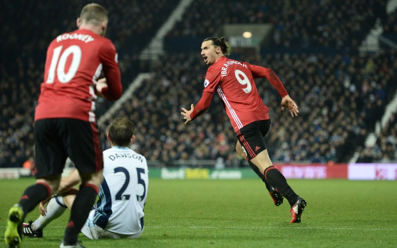 Manchester United's Swedish striker Zlatan Ibrahimovic (R) celebrates after scoring their second goal during the English Premier League football match between West Bromwich Albion and Manchester United at The Hawthorns stadium in West Bromwich, central England, on December 17, 2016.  / AFP PHOTO / Oli SCARFF /