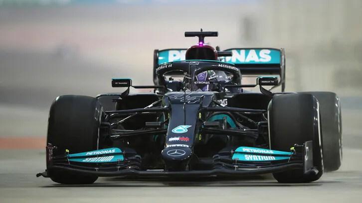 Lewis Hamilton accoglierebbe con favore un ritorno della tradizionale livrea argento della Mercedes in Formula 1 in futuro, affermando che non scoraggerebbe la spinta interna per migliorare la diversità nell'azienda.