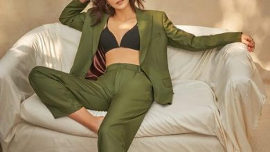 Kriti Sanon Raises Heat On Couch