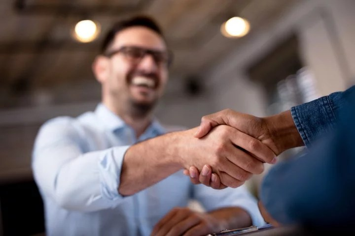 As a self-employed craftsman, you not only have to negotiate with critical customers, but also with the bank.