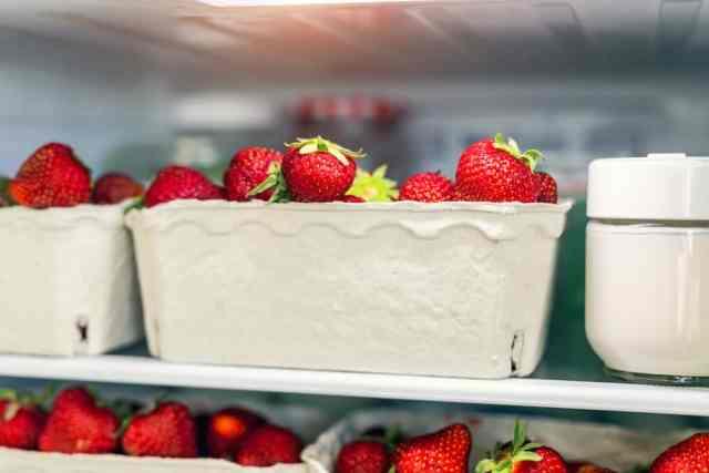 sai lầm khi bảo quản thực phẩm: không đậy nắp hộp