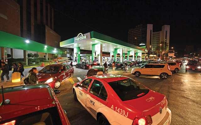 Resultado de imagen para Noche de caos en Ciudad de México por desabasto de gasolina