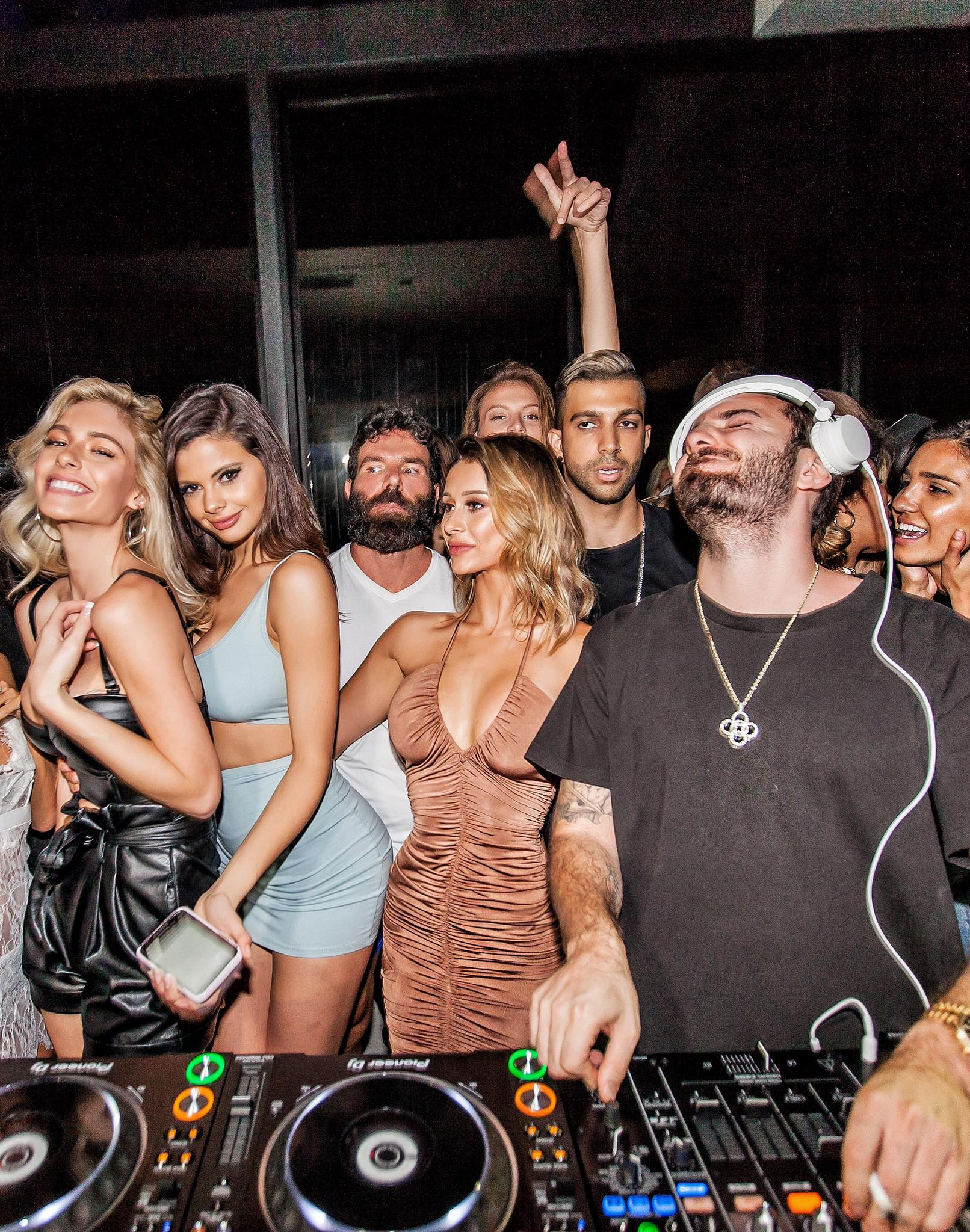 Dan Bilzerian Doesn%E2%80%99t Actually Exist And Here%E2%80%99s Why3 Dan Bilzerian Doesn't Actually Exist, And Here's Why