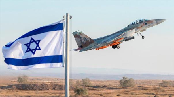 Caza F-16 israelí se despega de una base aérea del ejército en los los territorios ocupados palestinos.