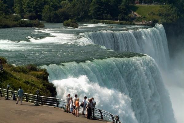 Tourists-niagara-falls - York