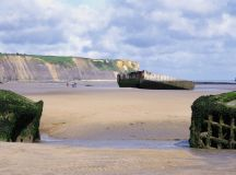 allied-wreckage-on-gold-beach-in-arromanches - D-Day ...