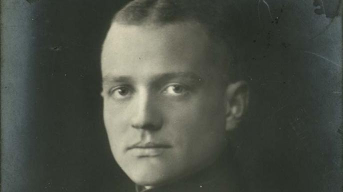 history-lists-6-famous-wwi-fighter-aces-Manfred_von_Richthofen_Sanke_Card_450
