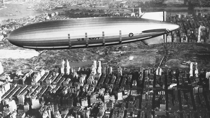 USS Akron en vuelo sobre la ciudad de Nueva York, 1932. (Crédito: Corbis vía Getty Images)