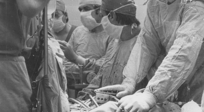 24 Pictures of the Controversial First Heart Transplant in ...