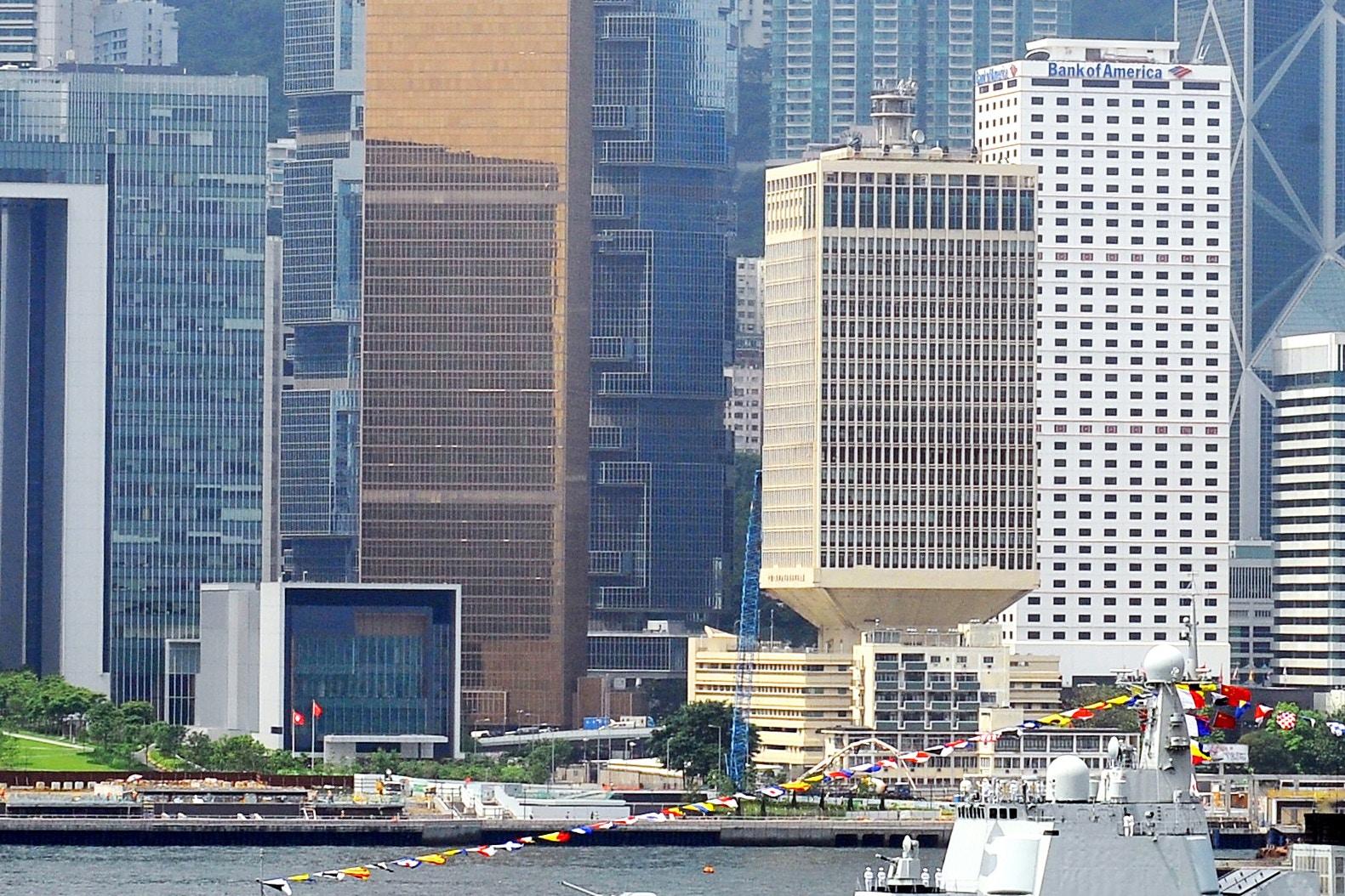 解放軍駐港部隊向港人拜年 引獅子山下歌詞共勉|香港01|社會新聞