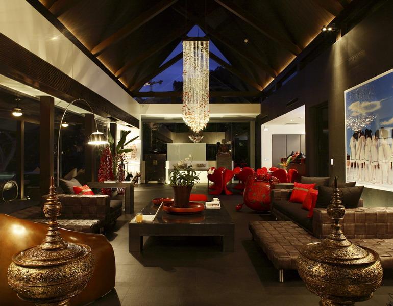 Tropical Oceanfront Villa Offers A Vacation Retreat